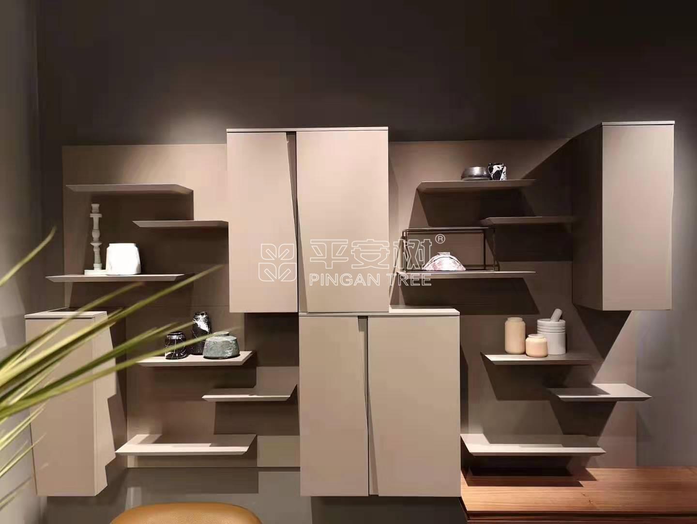 多层实木板橱柜